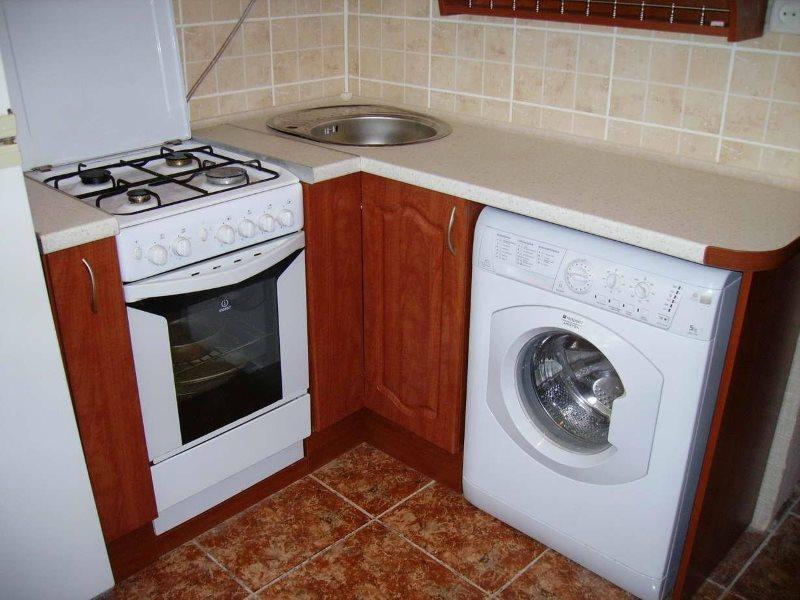Стиральная машина в интерьере кухни хрущевки