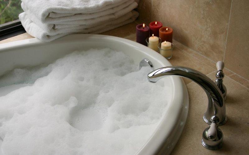 Чаша акриловой ванны с пенкой