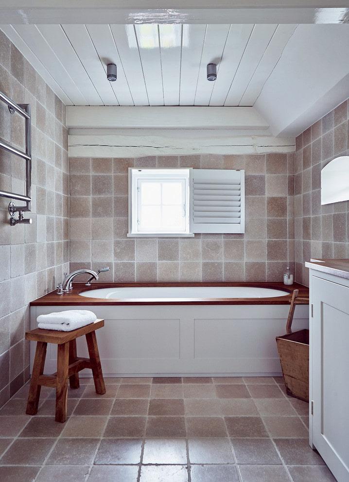 Пластиковый потолок из панелей в ванной частного дома