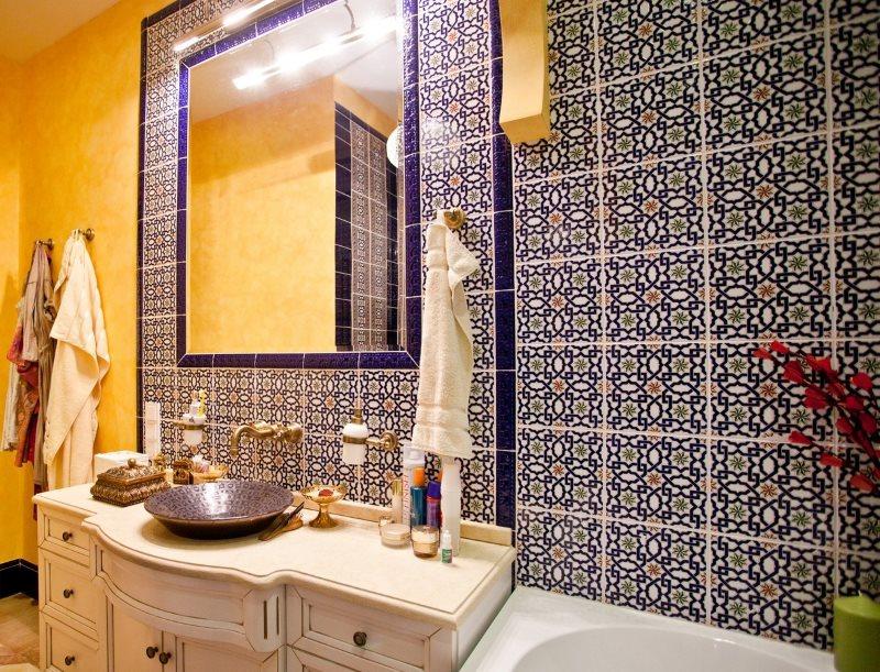 Декор ванной комнаты красивой плиткой