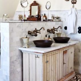 Раритетная мебель в интерьере ванной комнаты