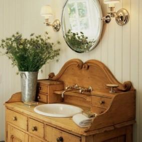 Фарфоровая раковина в деревянном комоде