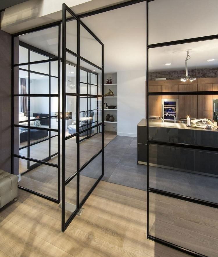 Вращающаяся дверь между кухней и гостиной