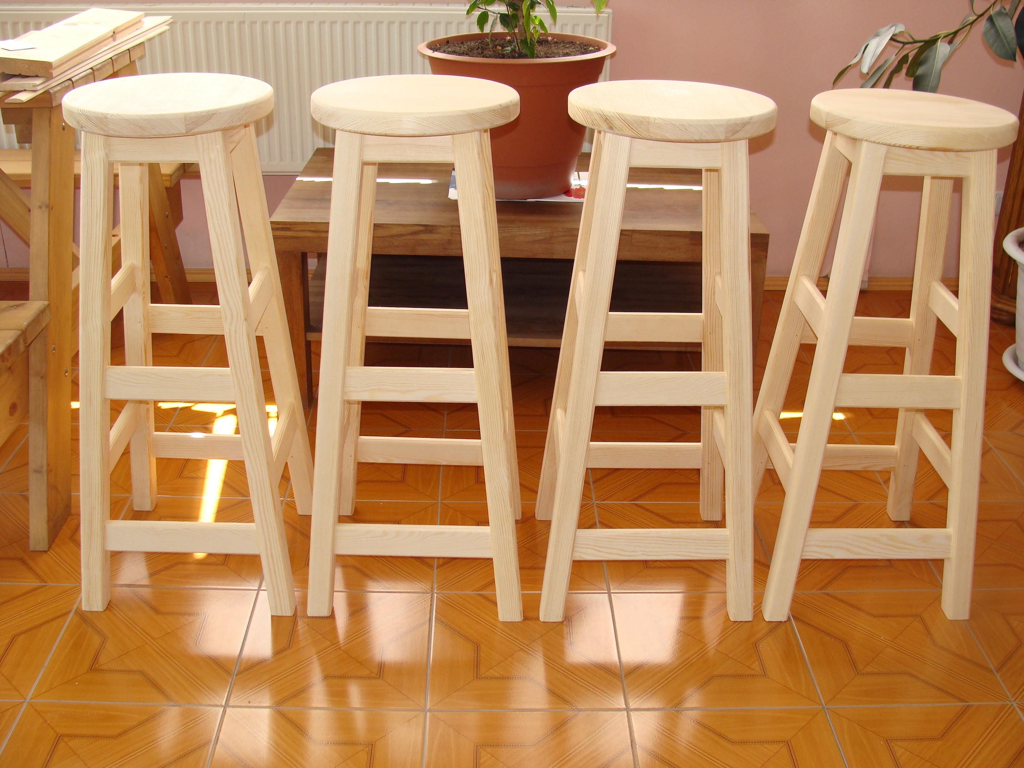 высокие барные стулья из дерева