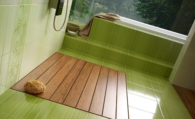 Зеленая напольная плитка в интерьере ванной