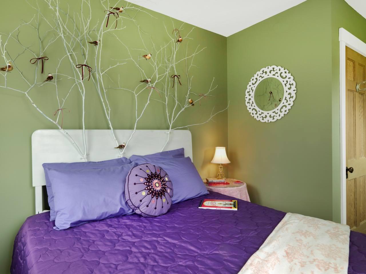 фиолетовая спальня с зеленым