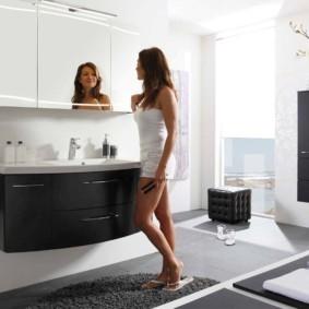 зеркальный шкаф в ванную фото интерьера