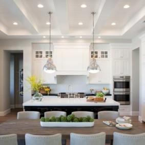 светлый дизайн кухни столовой