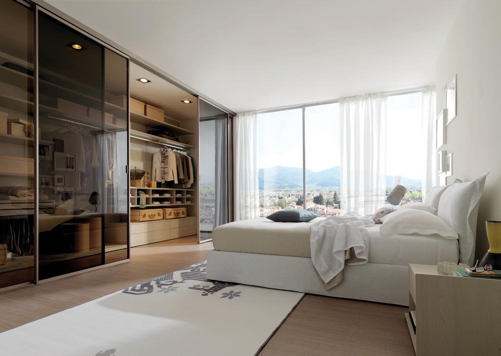 встроенный шкаф купе в спальне во всю стену