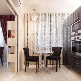 Кухонные стулья с черной обивкой