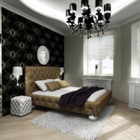 Черная люстра в спальной комнате
