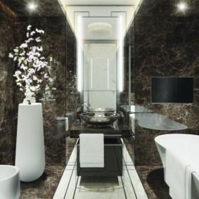 Напольная ваза в интерьере ванной