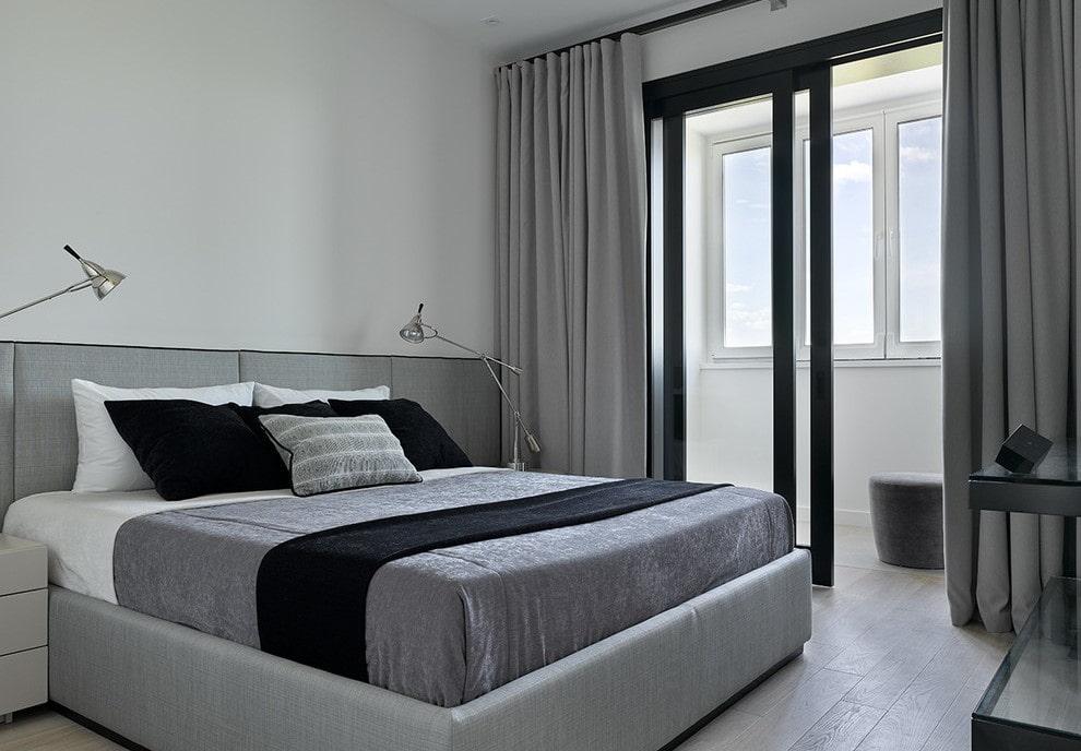 Раздвижная дверь между спальней и лоджией