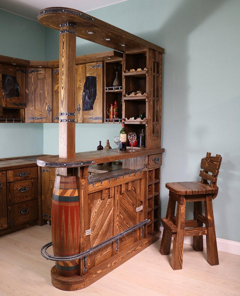 Деревянный гарнитур с барной стойкой в виде бочки