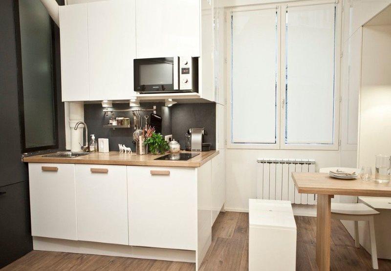 Белая мини кухня в квартире панельного дома