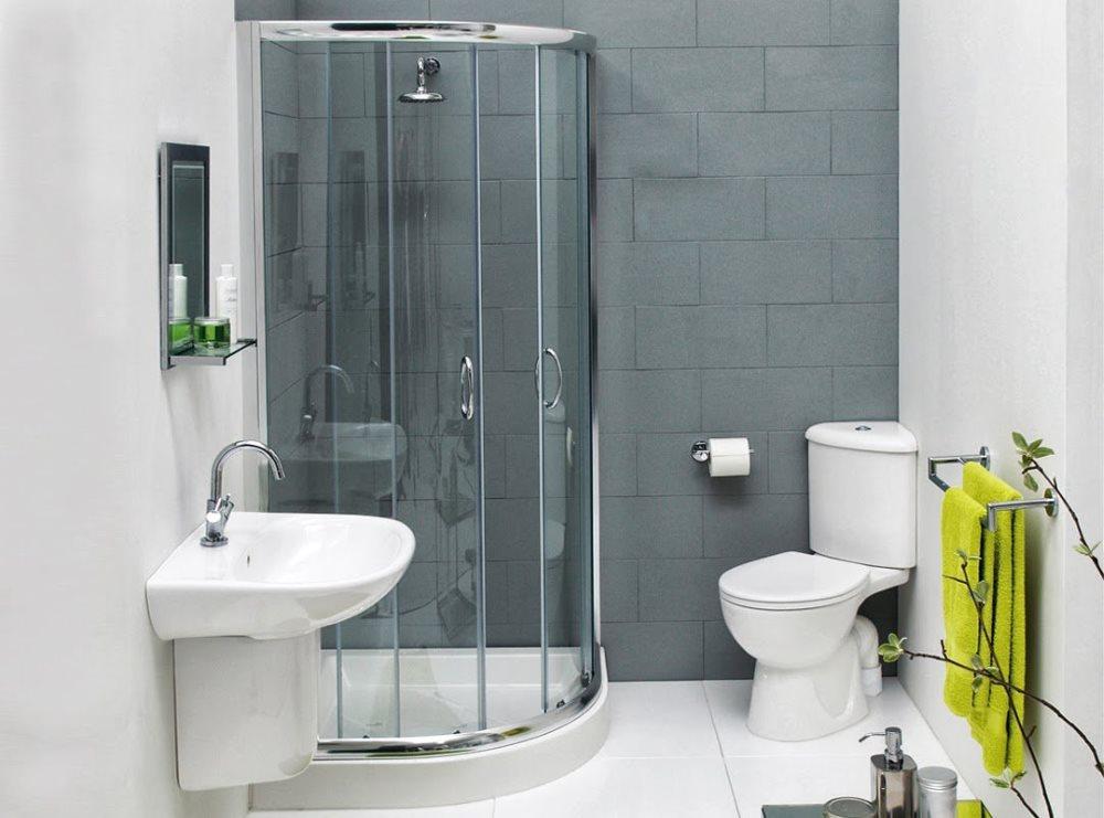 Душевая кабина в ванной с белой сантехникой