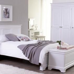 белая спальня фото интерьер