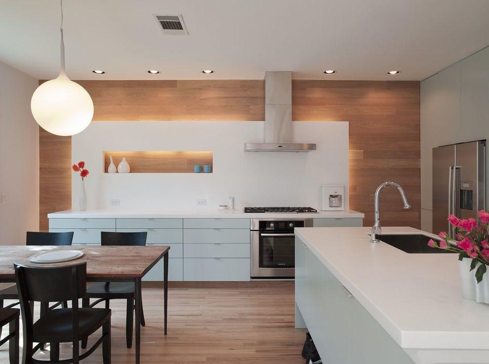 Белый ламинат на кухонном фартуке
