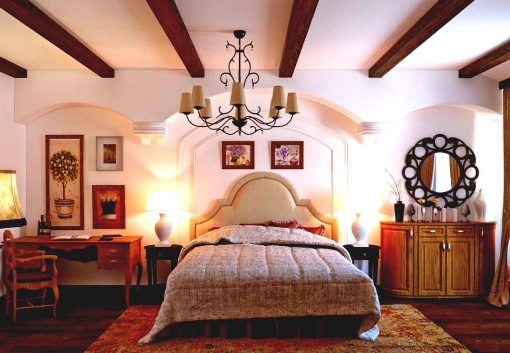 Балки из дерева на потолке спальни частного дома