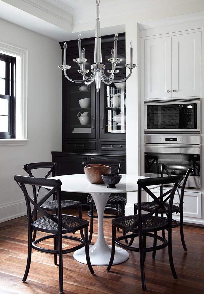 Черно-белая кухня в стиле классики