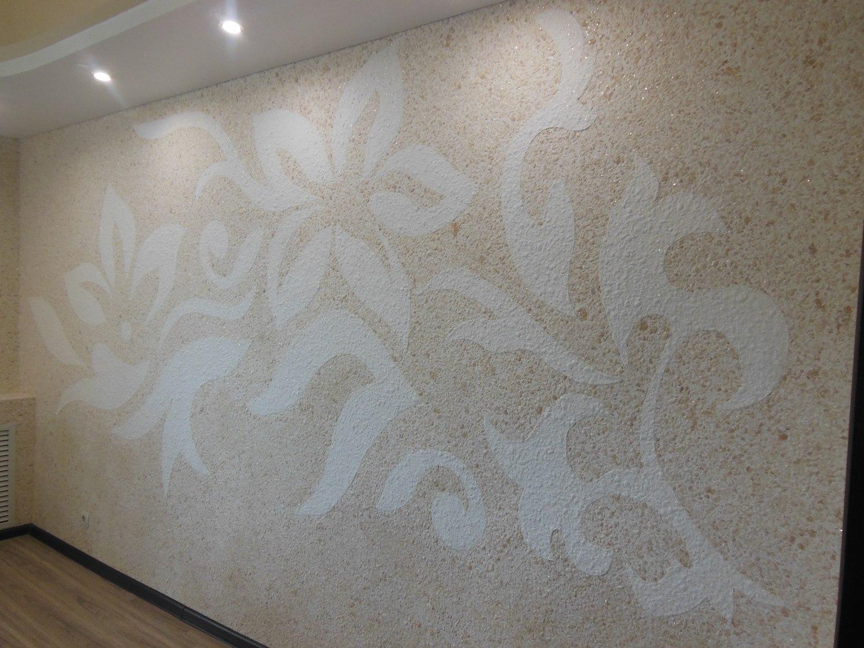 бежевая стена с цветами