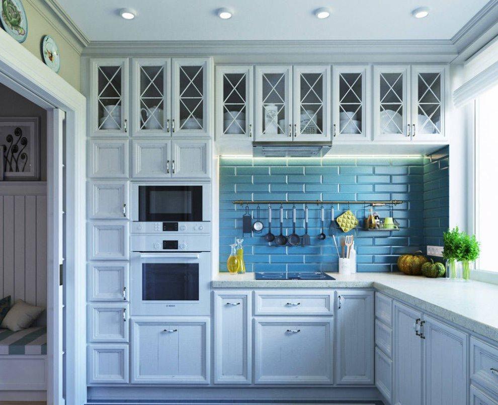 Плитка кабанчик на фартуке кухни в средиземноморском стиле