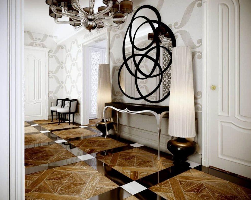Блестящая поверхность напольного покрытия в коридоре квартиры