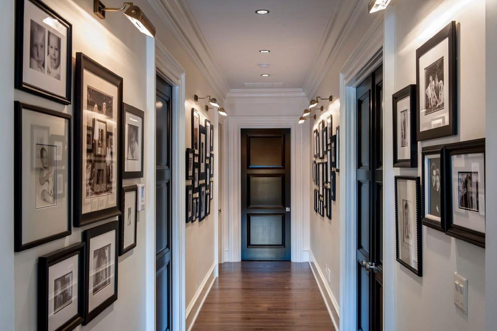 Черная дверь в конце длинного коридора