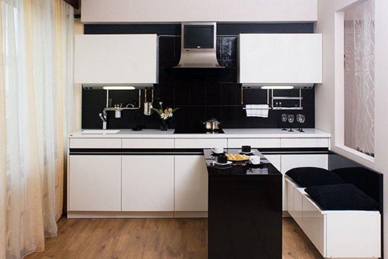 Черная барная стойка на кухне с белым гарнитуром
