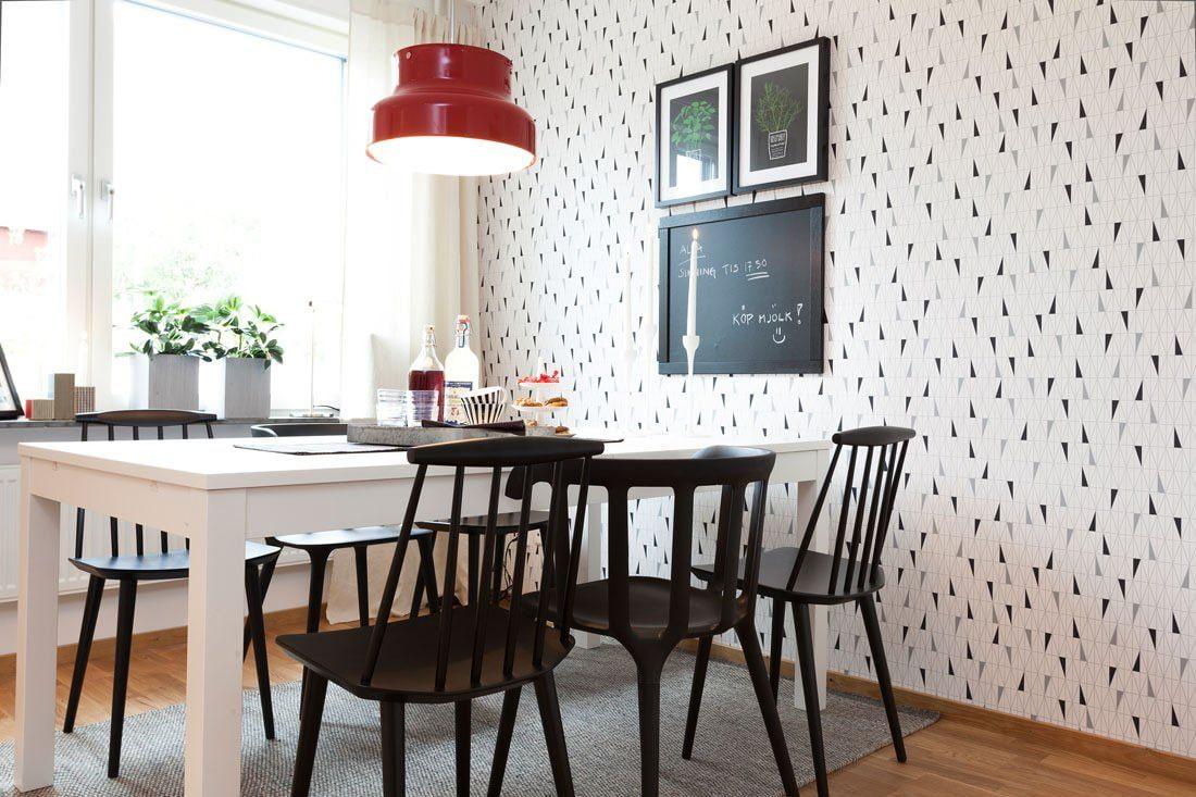 декор стен на кухне обоями