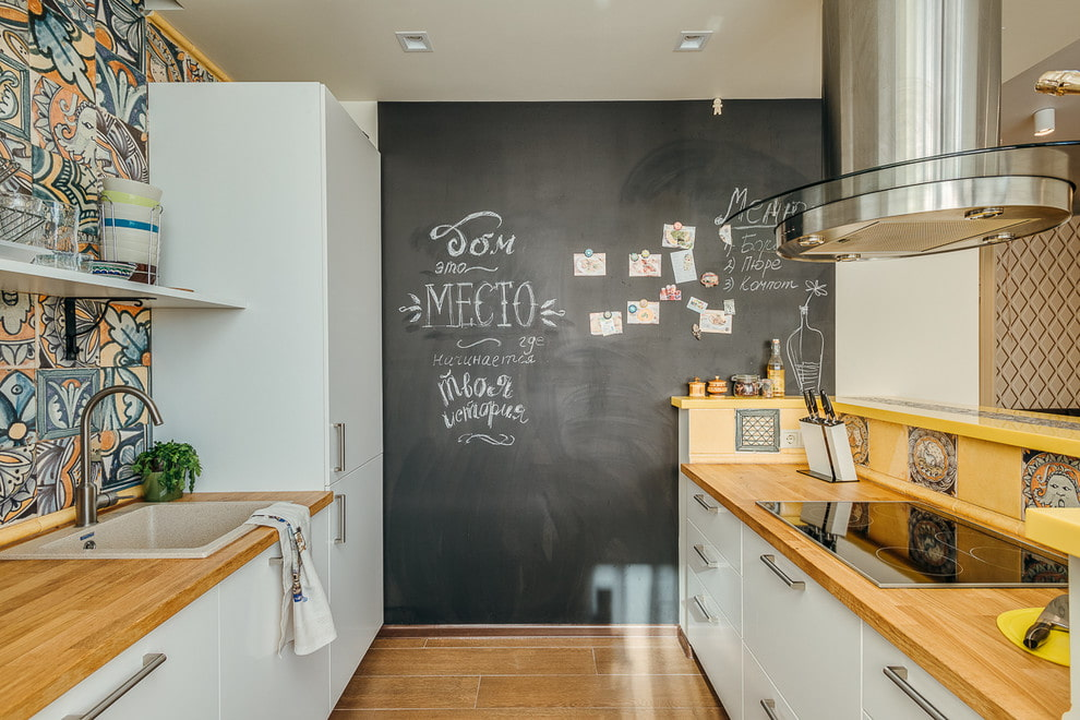 декор стен на кухне грифельная доска