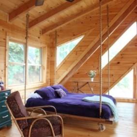 деревянная отделка спальня с кроватью у окна