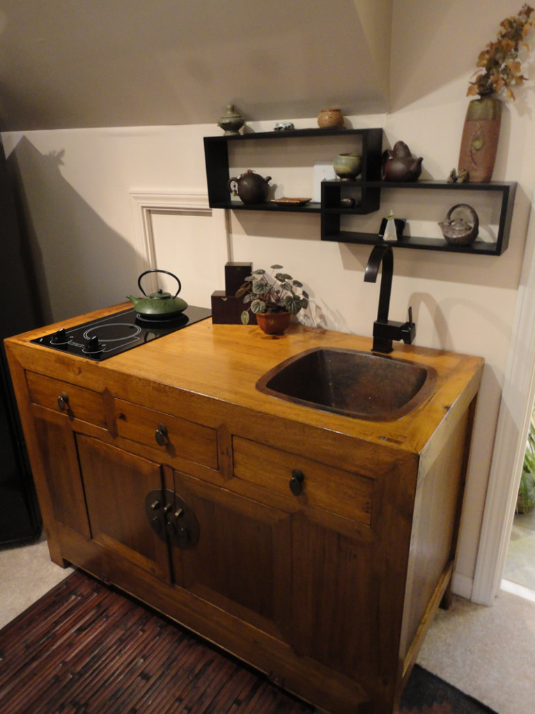 Самодельная мини-кухня из натурального дерева