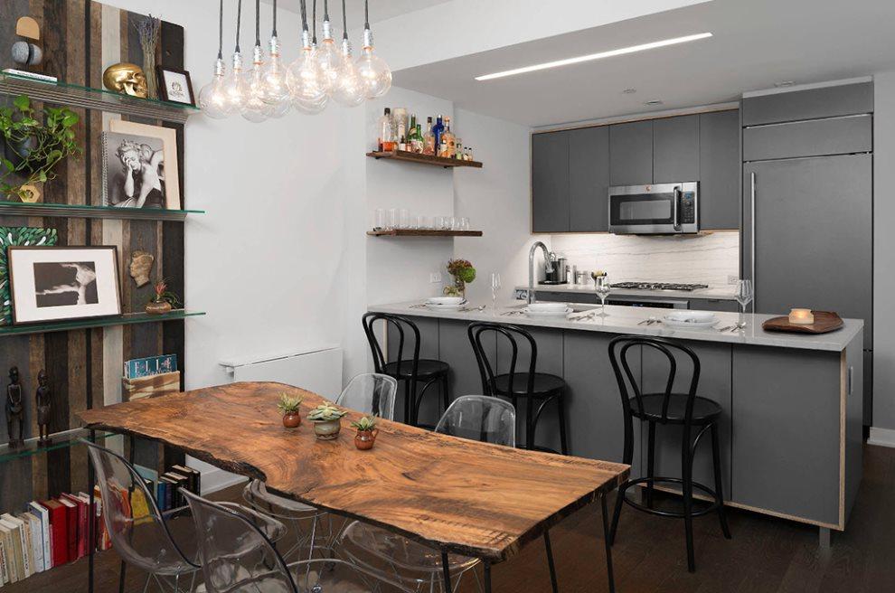 Столешница из массива дерева в современной кухне