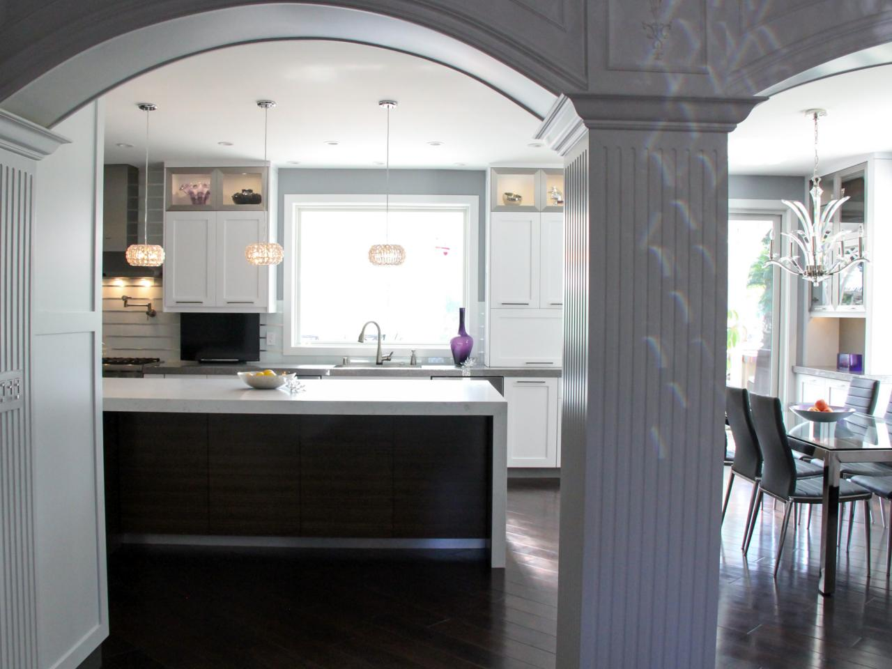 дизайн кухни с аркой и колоннами