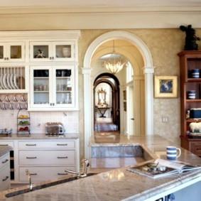 дизайн кухни с аркой интерьер
