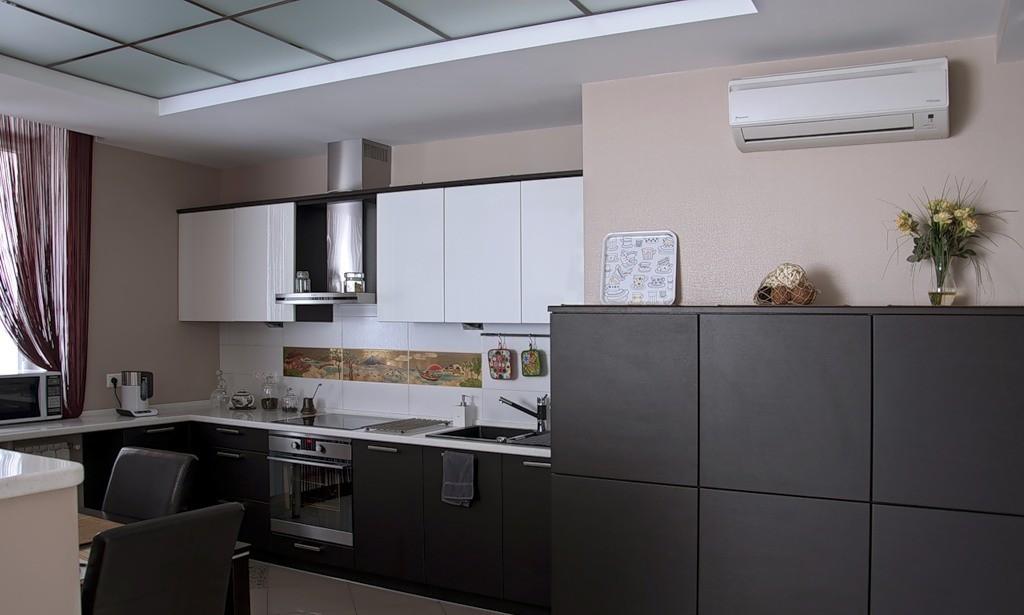 дизайн кухни с вентиляционным коробом оформление