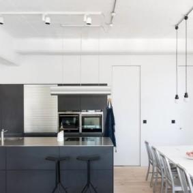 дизайн кухни столовой освещение