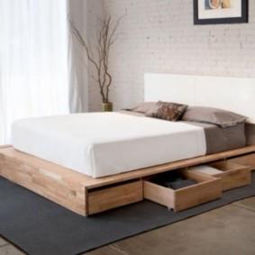 спальня 10 кв метров кровать подиум