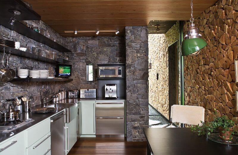 дизайн кухни с вентиляционным коробом декор