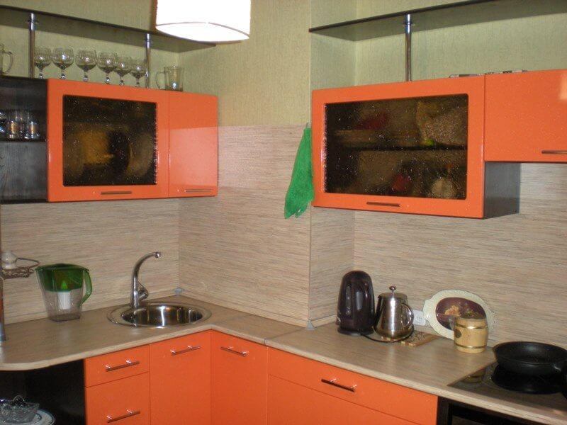 дизайн кухни с вентиляционным коробом фото идеи