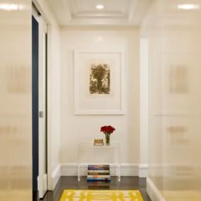 длинный коридор в квартире фото идеи