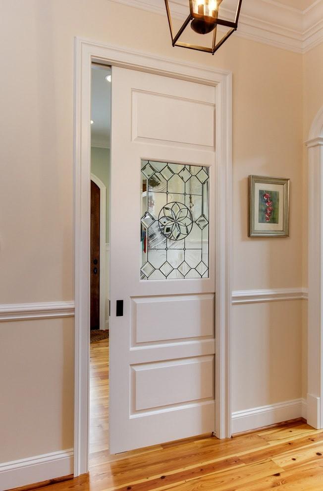 Стеклянная вставка в двери-пенале