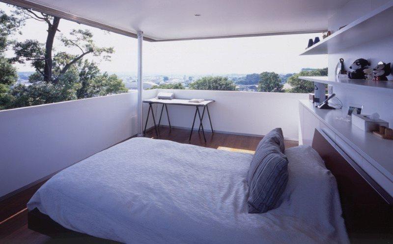 Фальш-окно с подсветкой в спальне