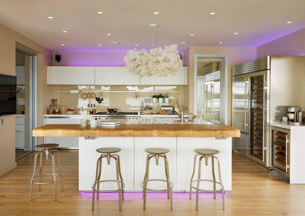 Фиолетовая подсветка кухонного гарнитура