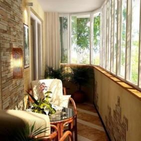 Зона для отдыха на узком балконе