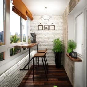 Дизайн балкона с деревянным полом