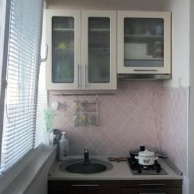 Кухонный гарнитур на небольшом балконе
