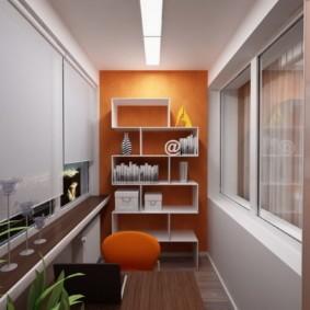 Белые полки на оранжевой стене