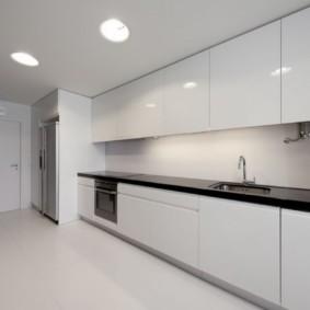 Линейная кухня с гладкими фасадами